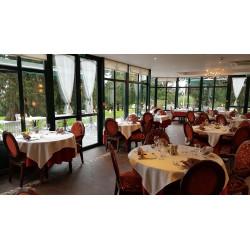 Monsieur et Madame Delbeke vous convient à leur table au restaurant de La Sapinière